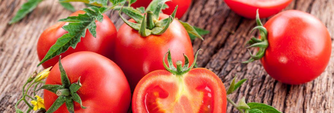 Pomóż swojej skórze i włosom – wykorzystaj pomidory